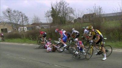 Flèche wallonne - Course messieurs : la chute de Thomas Pidcock dans le dernier tour !