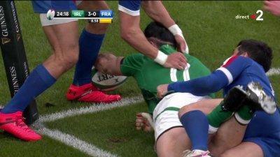 James Lowe passe à quelques centimètres de marquer le premier essai du match