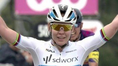 Flèche wallonne - Course dames : la septième victoire pour Anna Van der Breggen au sommet du Mur de Huy