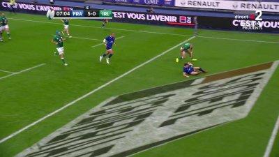 Antoine Dupont inscrit le premier essai du match