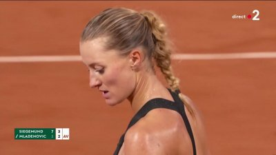 Au filet, Kristina Mladenovic sauve une balle de break