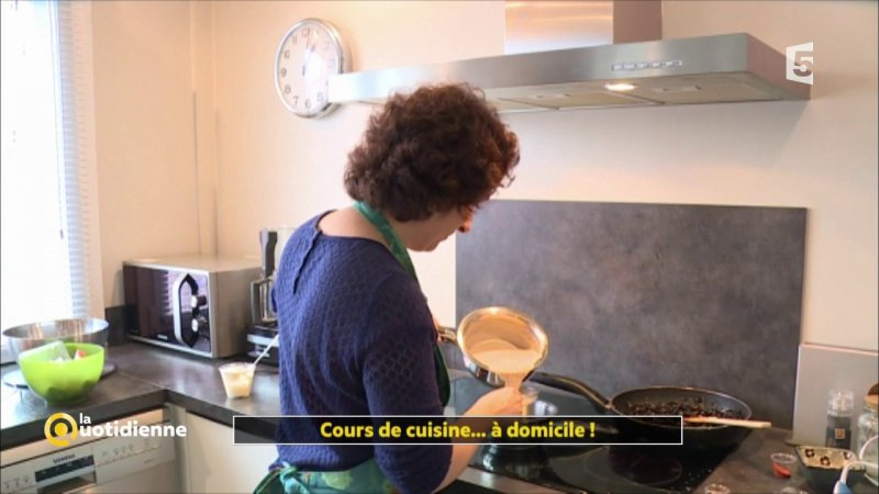 replay la quotidienne la quotidienne cours de cuisine domicile du france 5. Black Bedroom Furniture Sets. Home Design Ideas